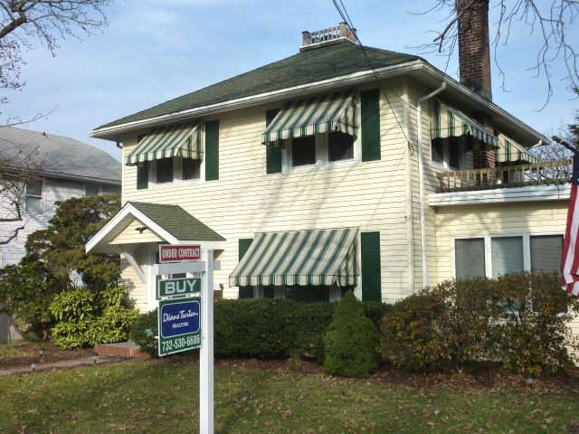 """This Middletown Home went  """"Under Contract"""" Two Weeks Ago"""