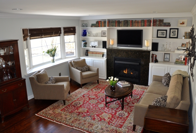 Liviing Room with Bay Window and Gas Fireplace